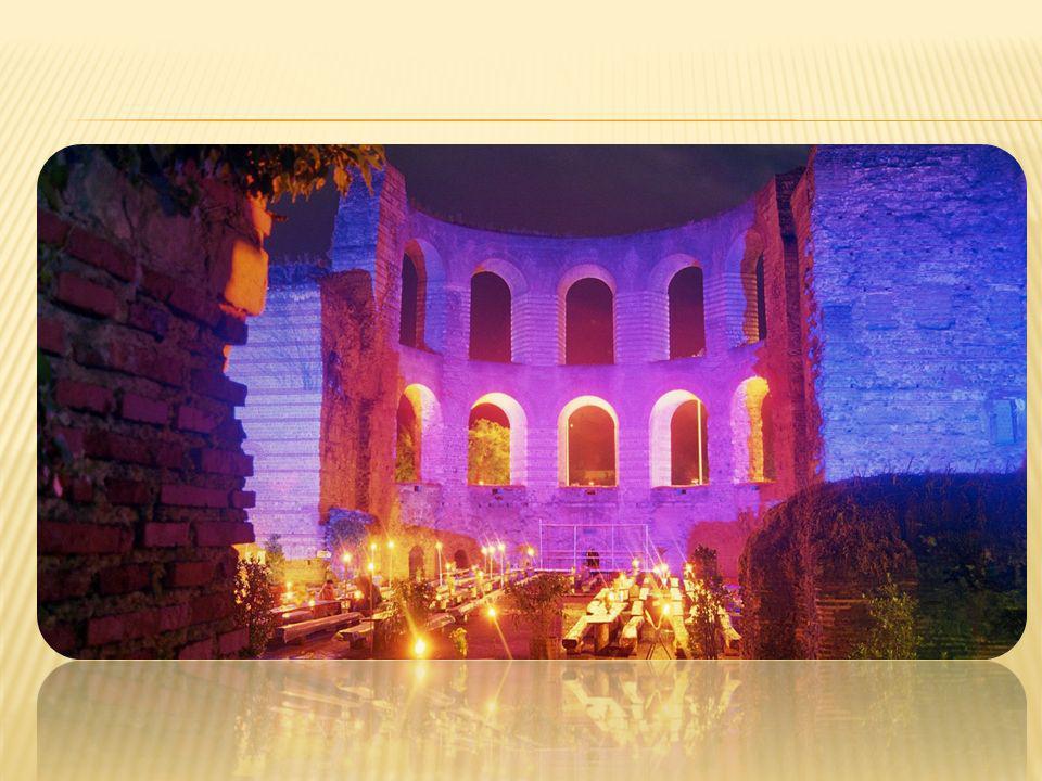 Römerlounge:In den Abendstunden lädt die Römerlounge zum Chill Out unter freiem Himmel ein.