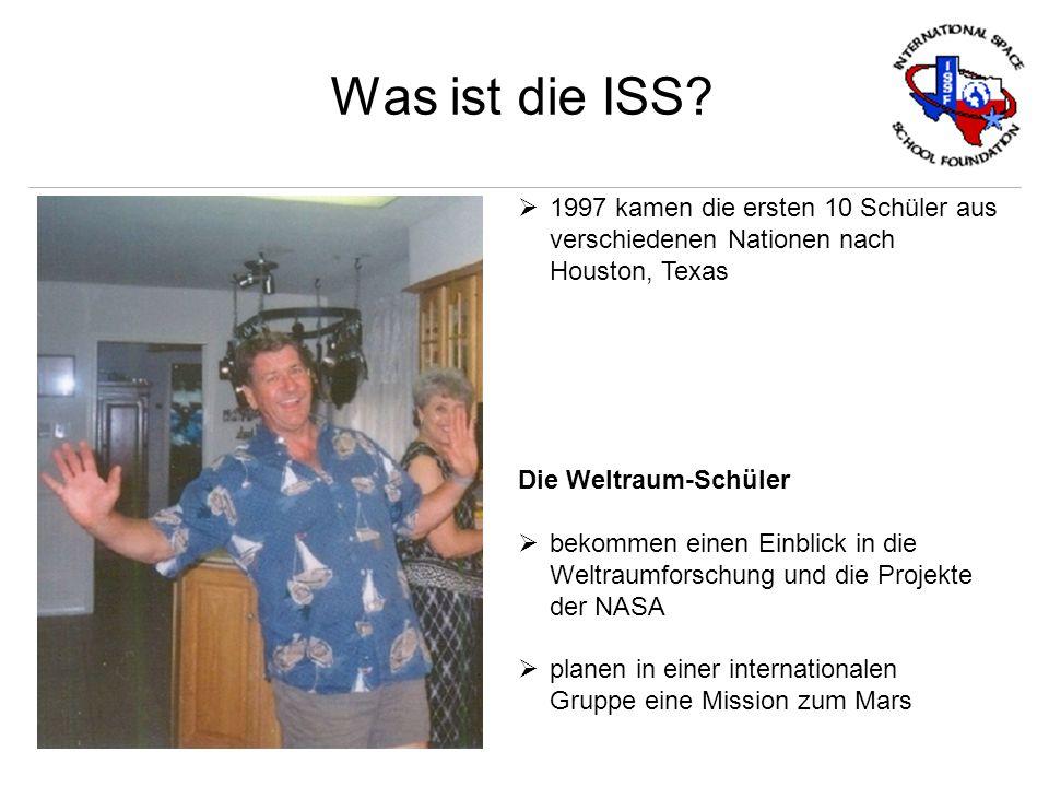 Was ist die ISS? 1997 kamen die ersten 10 Schüler aus verschiedenen Nationen nach Houston, Texas Die Weltraum-Schüler bekommen einen Einblick in die W