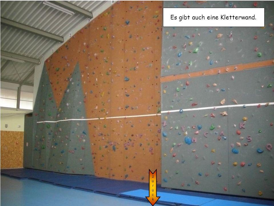 zurückzurück Es gibt auch eine Kletterwand.