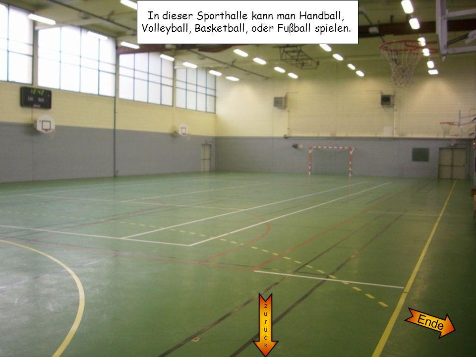 In dieser Sporthalle kann man Handball, Volleyball, Basketball, oder Fußball spielen. zurückzurück Ende