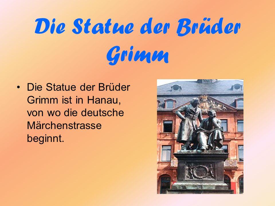 Die Statue der Brüder Grimm Die Statue der Brüder Grimm ist in Hanau, von wo die deutsche Märchenstrasse beginnt.