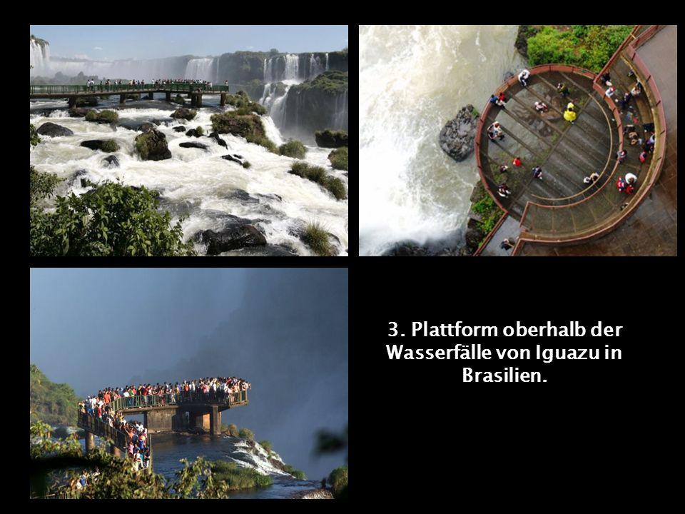 3. Plattform oberhalb der Wasserfälle von Iguazu in Brasilien.