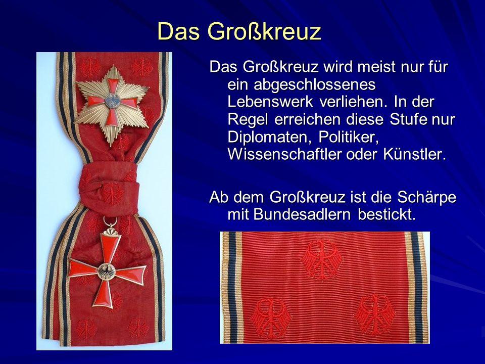 Das Großkreuz Das Großkreuz wird meist nur für ein abgeschlossenes Lebenswerk verliehen. In der Regel erreichen diese Stufe nur Diplomaten, Politiker,