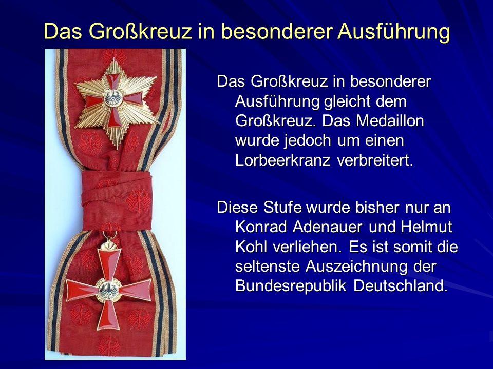 Das Großkreuz in besonderer Ausführung Das Großkreuz in besonderer Ausführung gleicht dem Großkreuz. Das Medaillon wurde jedoch um einen Lorbeerkranz