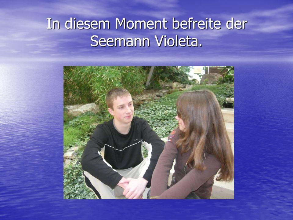 In diesem Moment befreite der Seemann Violeta.