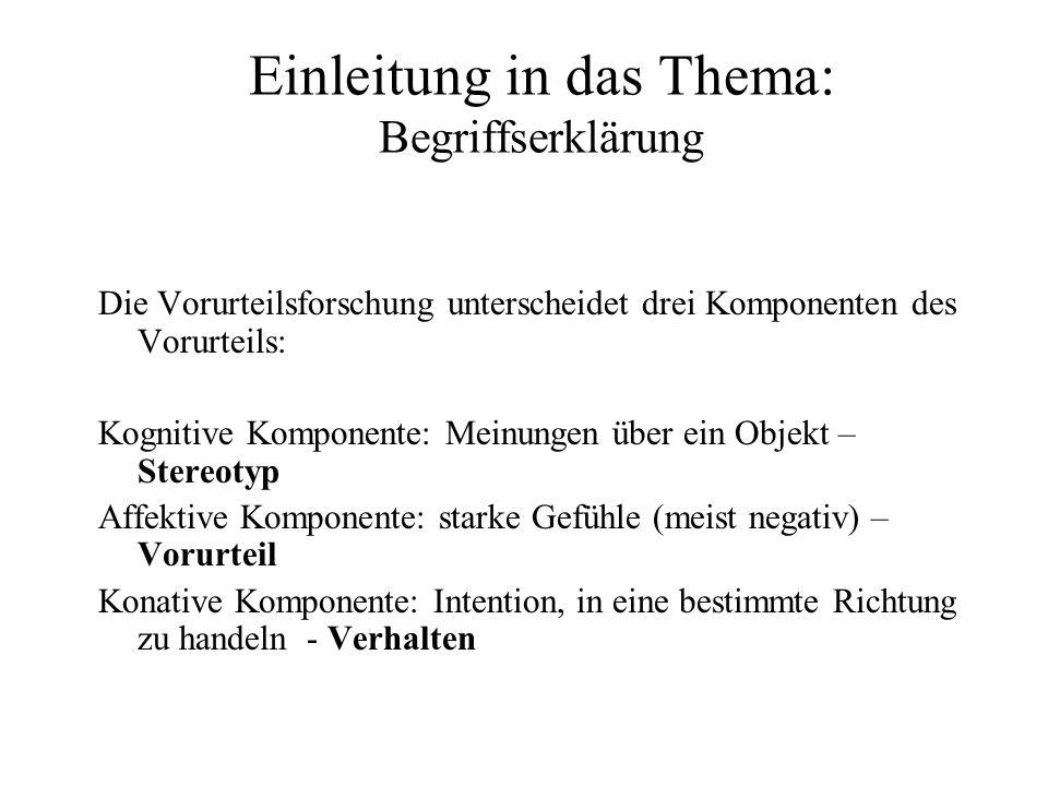 Auswirkungen von Stereotypen auf das Verhalten Experiment 2 von Bargh et al., 1996: Aktivierung des Alters-Stereotyps Die Vpn mussten im ersten Teil des Experiments Sätze mit vorgegebenen Wörtern bilden.