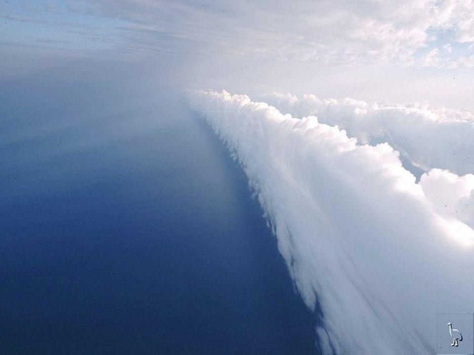 Seit 1989 kommen jeden Frühling, wenn dieses Phänomen eintrifft, Drachenflieger und Paragleiter, um in der Wolke wie in einer Brandung zu surfen, ähnliche der Wellen im Ozean.