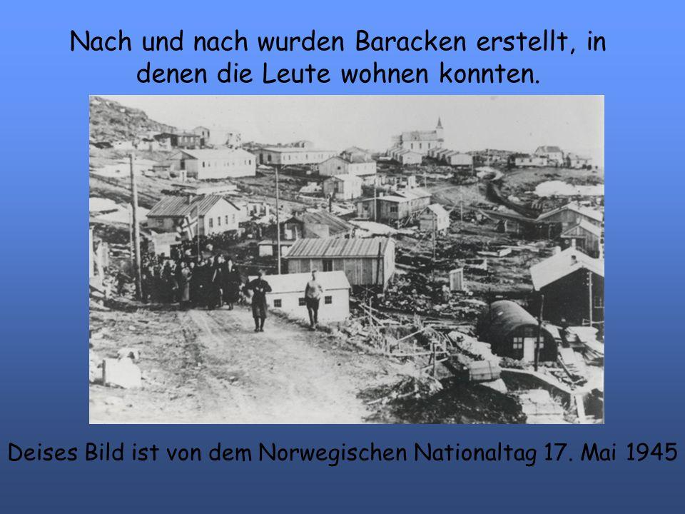 Nach und nach wurden Baracken erstellt, in denen die Leute wohnen konnten. Deises Bild ist von dem Norwegischen Nationaltag 17. Mai 1945