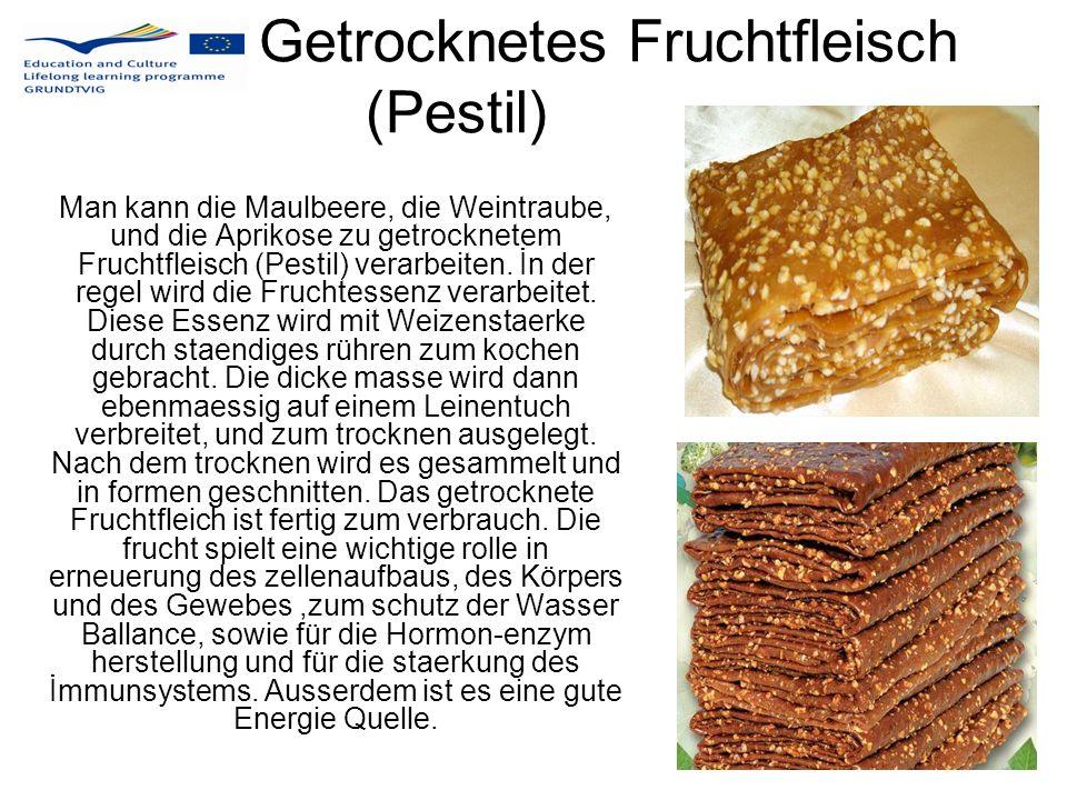 Getrocknetes Fruchtfleisch (Pestil) Man kann die Maulbeere, die Weintraube, und die Aprikose zu getrocknetem Fruchtfleisch (Pestil) verarbeiten. İn de