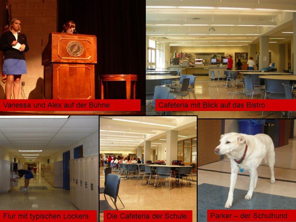 Cafeteria mit Blick auf das Bistro Die Cafeteria der SchuleFlur mit typischen Lockers Parker – der Schulhund Vanessa und Alex auf der Bühne