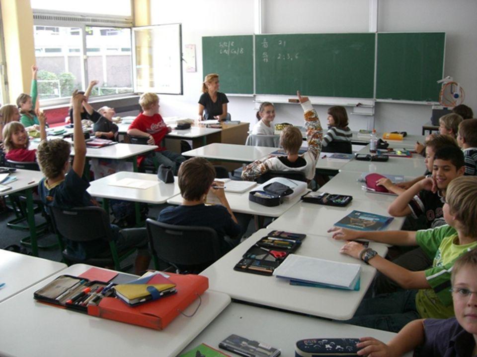HERDERSCHULE Grundkurse und Leistungskurse Die Schülerinnen und Schüler müssen während der letzten beiden Schuljahre zwei Leistungskursfächer und in fast allen anderen Fächer Grundkurse wählen.
