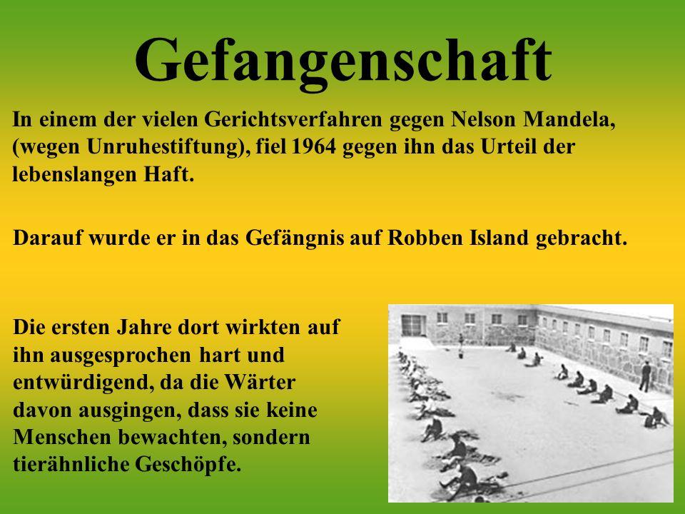 Gefangenschaft Darauf wurde er in das Gefängnis auf Robben Island gebracht.