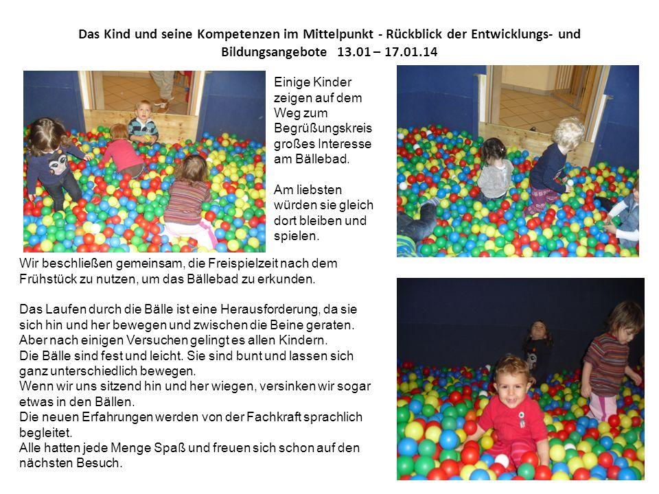 Das Kind und seine Kompetenzen im Mittelpunkt - Rückblick der Entwicklungs- und Bildungsangebote 13.01 – 17.01.14 Einige Kinder zeigen auf dem Weg zum Begrüßungskreis großes Interesse am Bällebad.