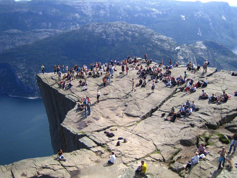 . Falls man Höhenangst hat, besser nicht hinunter sehen! NUR DER WEG IST DAS ZEIL