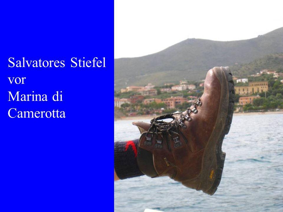 Salvatores Stiefel vor Marina di Camerotta