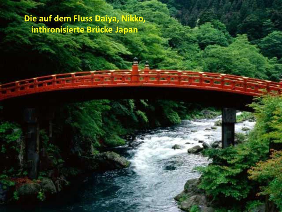Die auf dem Fluss Daiya, Nikko, inthronisierte Brücke Japan