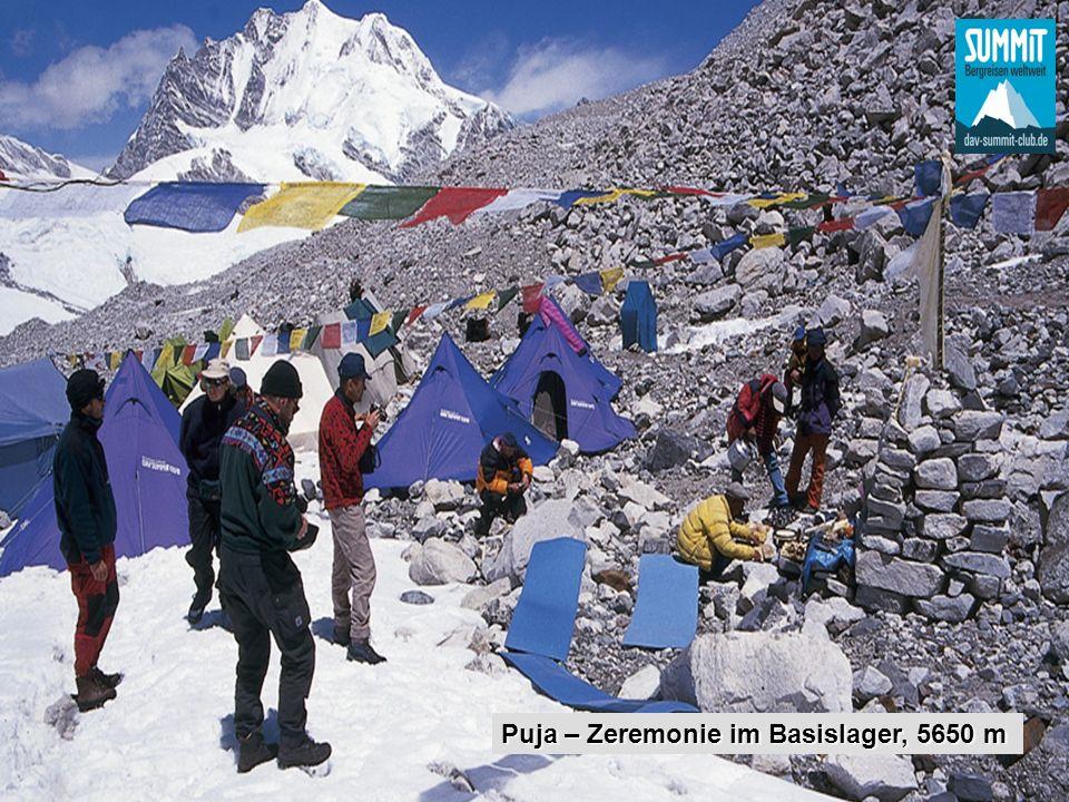 Puja – Zeremonie im Basislager, 5650 m