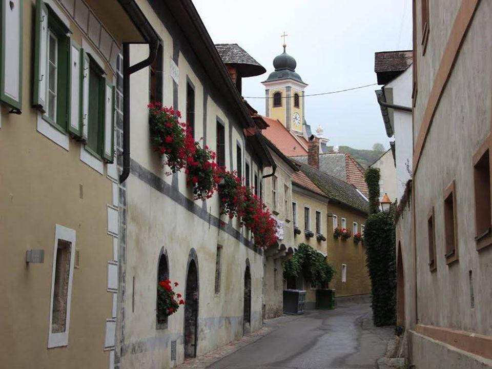 Wösendorf Wösendorf auch zur Gemeinde Weißenkirchen gehörend ist eine uralte Siedlung aus der Steinzeit.