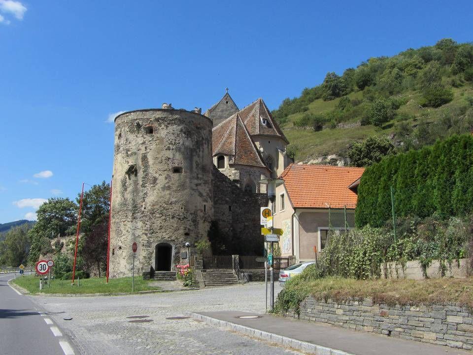Sankt Michael Sankt Michael ist ein kleiner Winzerort mit nur 13 Häusern, aber großer geschichtlicher Bedeutung.