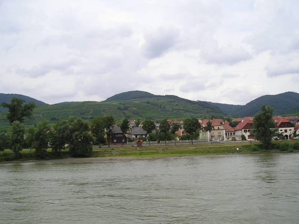 Spitz Spitz Das Gebiet um die heutige Marktgemeinde gehörte von 812 bis 1504 dem Kloster Nieder- altaich und war lange Zeit eine bayerische Enklave in Österreich, gehört aber heute zu Niederösterreich.