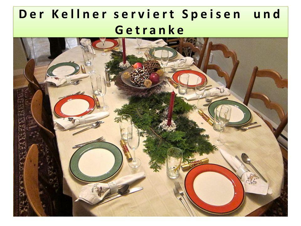 Der Kellner serviert Speisen und Getranke