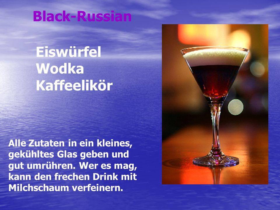 Die Sahne und den Whiskey mit Eis in einem Shaker kräftig mischen.