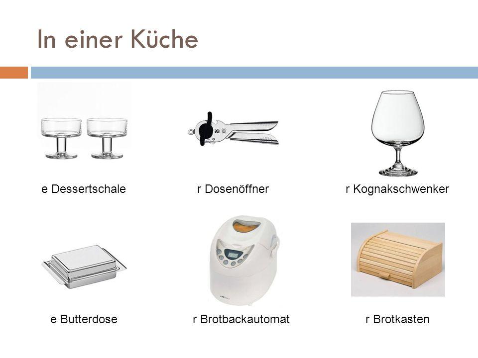 In einer Küche s Folienschweißgerätr Entsaftere Fleischgabel s Elektromesserr Fleischhammer r Fleischwolf