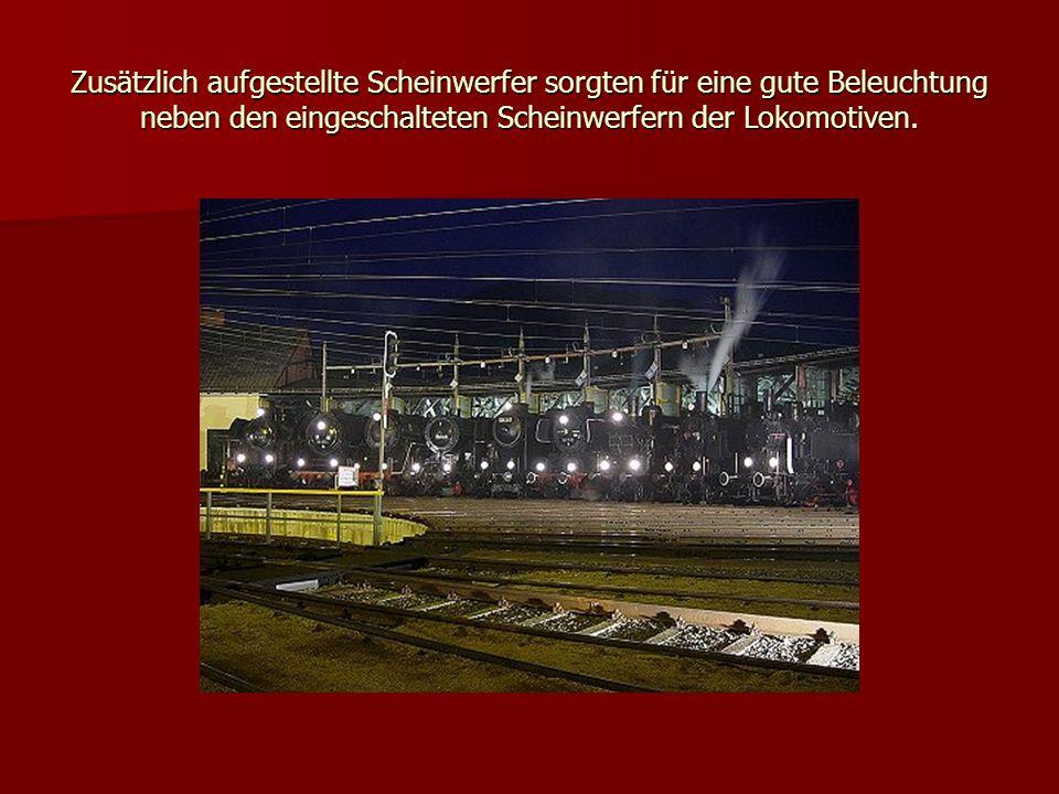 Zusätzlich aufgestellte Scheinwerfer sorgten für eine gute Beleuchtung neben den eingeschalteten Scheinwerfern der Lokomotiven.