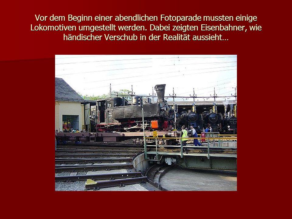 Vor dem Beginn einer abendlichen Fotoparade mussten einige Lokomotiven umgestellt werden.