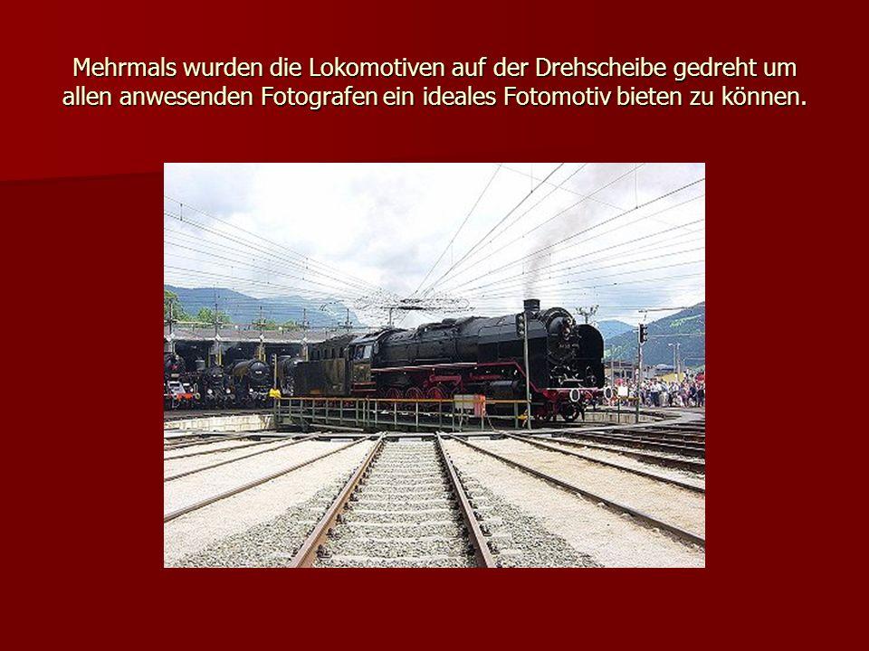 Mehrmals wurden die Lokomotiven auf der Drehscheibe gedreht um allen anwesenden Fotografen ein ideales Fotomotiv bieten zu können.
