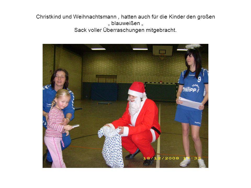 Christkind und Weihnachtsmann, hatten auch für die Kinder den großen blauweißen Sack voller Überraschungen mitgebracht.