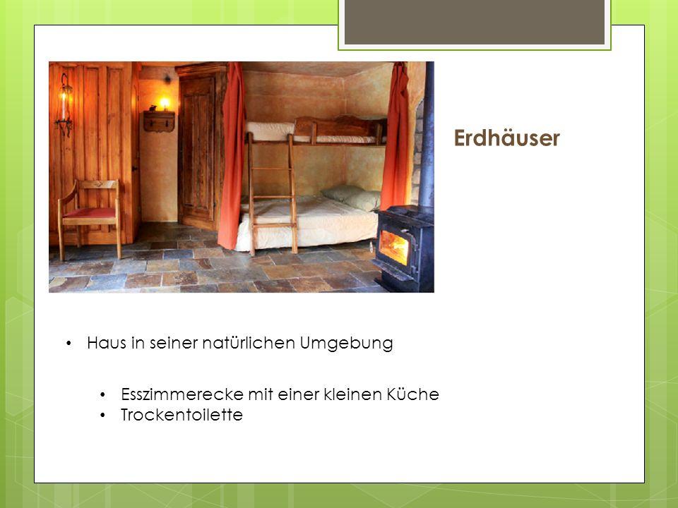 Erdhäuser Haus in seiner natürlichen Umgebung Esszimmerecke mit einer kleinen Küche Trockentoilette
