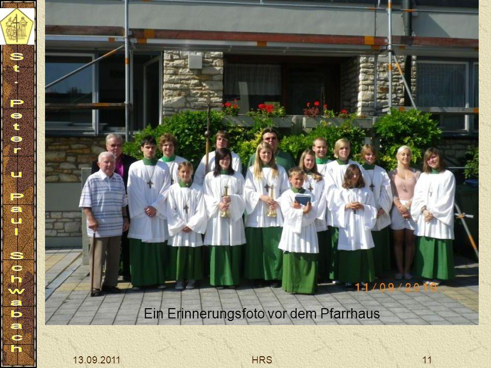 13.09.2011HRS11 Ein Erinnerungsfoto vor dem Pfarrhaus