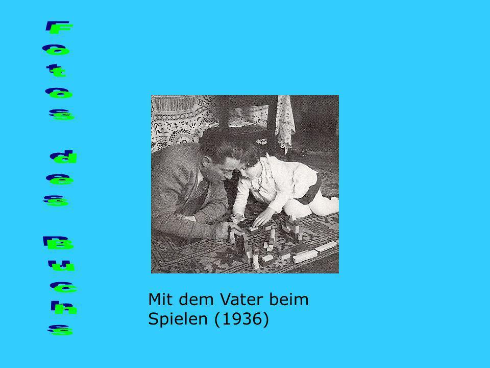 Mit dem Vater beim Spielen (1936)