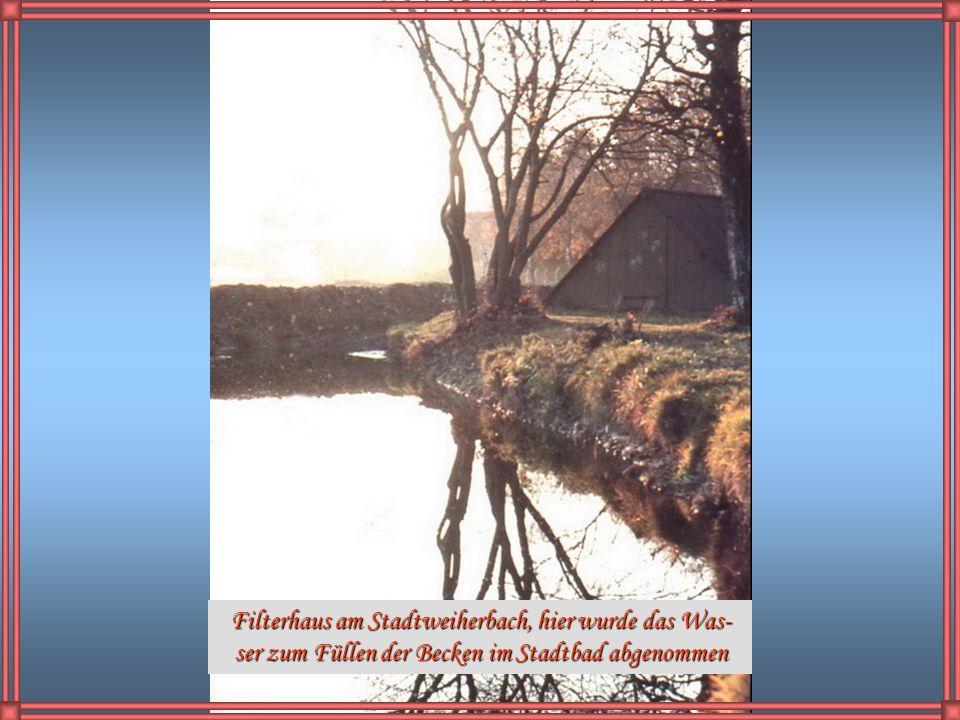 Obere Illebrücken 1953, der Uferweg war damals noch nicht total zugewachsen. Im Hintergrund sieht man noch die Dampfwolke beim Ablöschen des Kokses im
