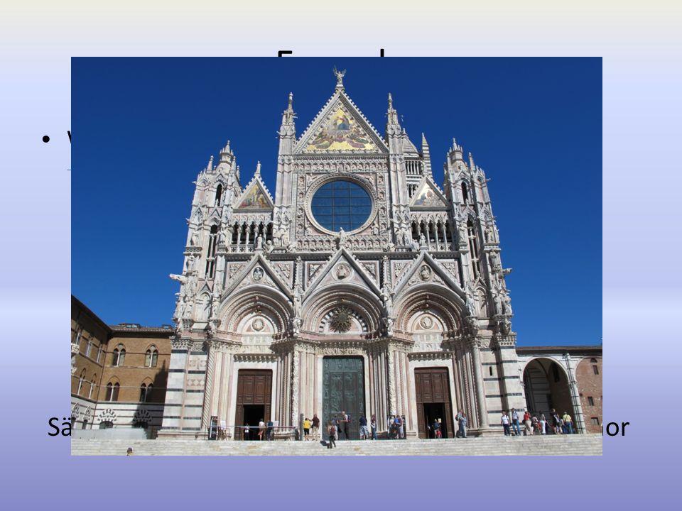 Fassade Westfront dreiachsige Spitzen Dreiecksgiebeln dekoriert mit Säulen Statuen eingelegtem Marmor