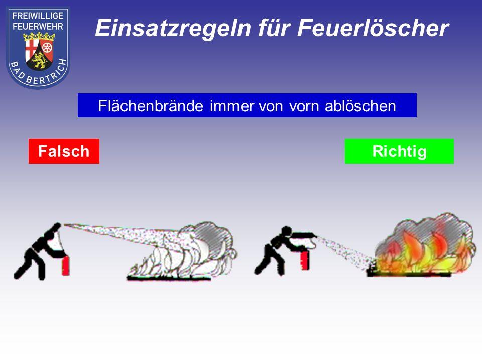 FalschRichtig Flächenbrände immer von vorn ablöschen Einsatzregeln für Feuerlöscher