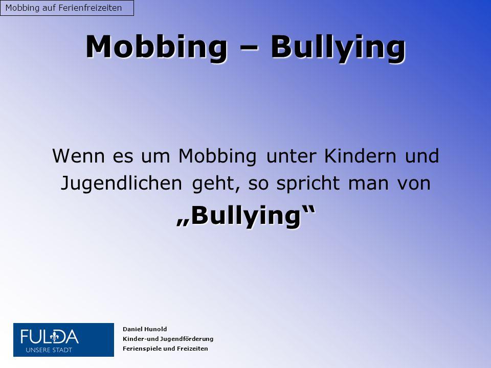 Definition: Unter Mobbing versteht man gegen eine bestimmte Person gerichtetes Gemeinsein, Ärgern, Angreifen, Schikanieren und Quälen.