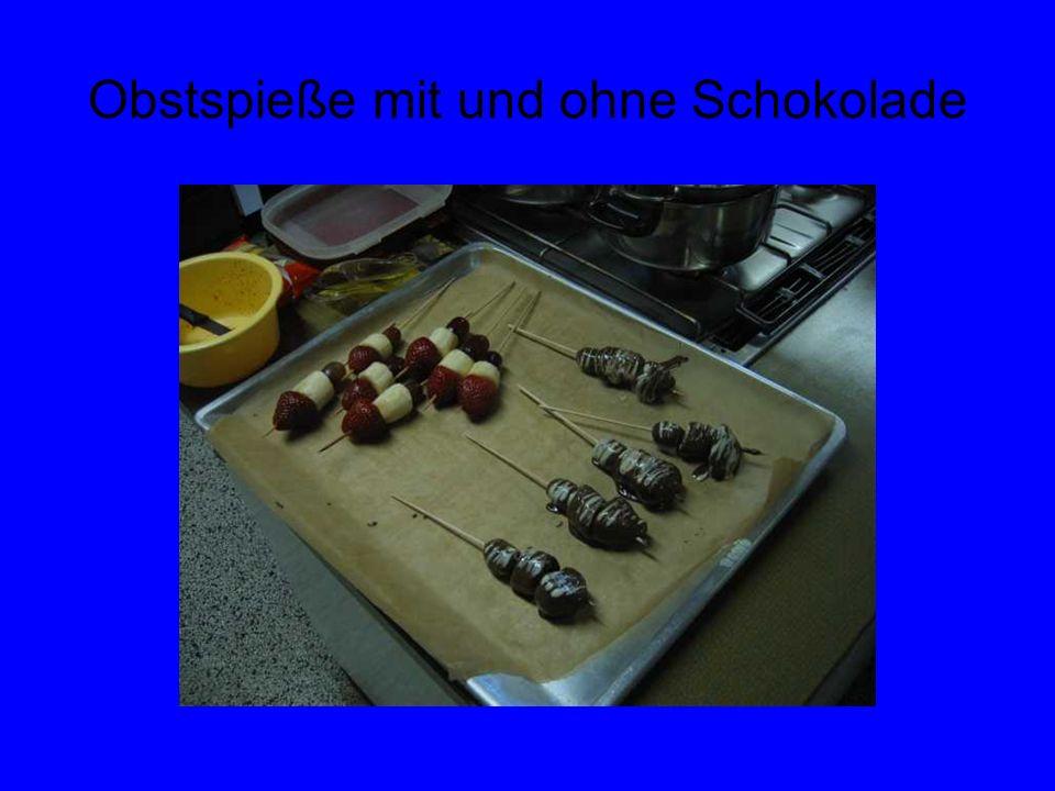 Obstspieße mit und ohne Schokolade