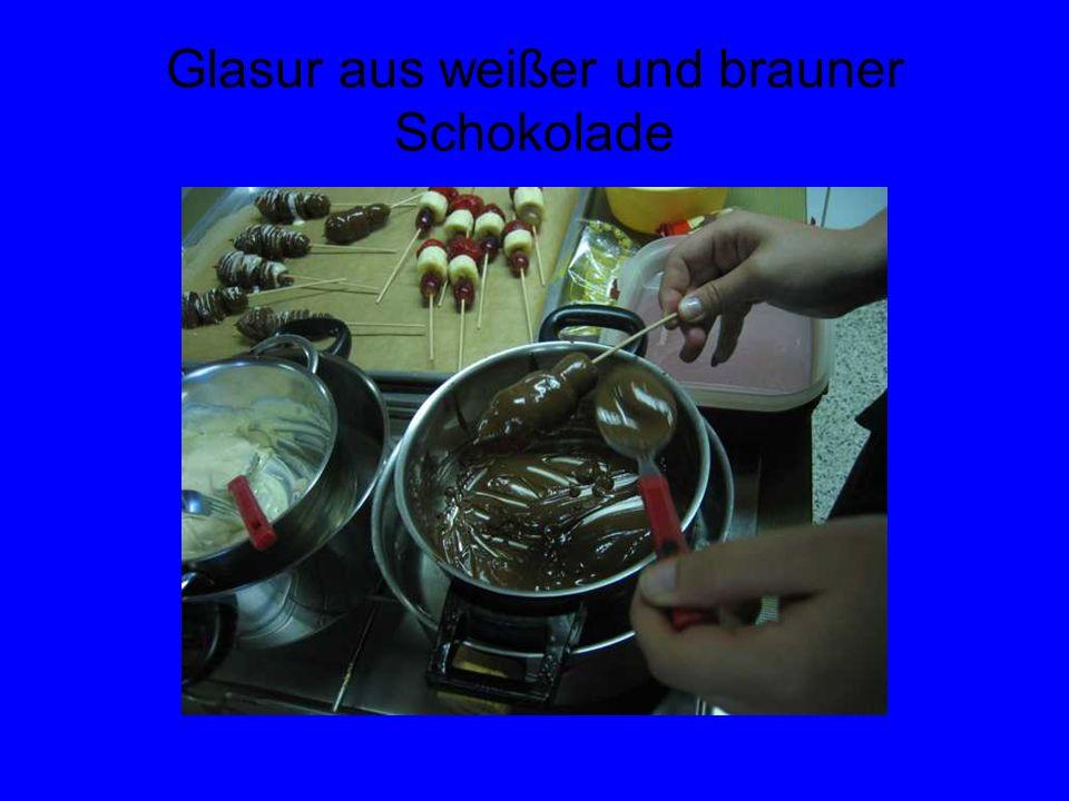 Glasur aus weißer und brauner Schokolade
