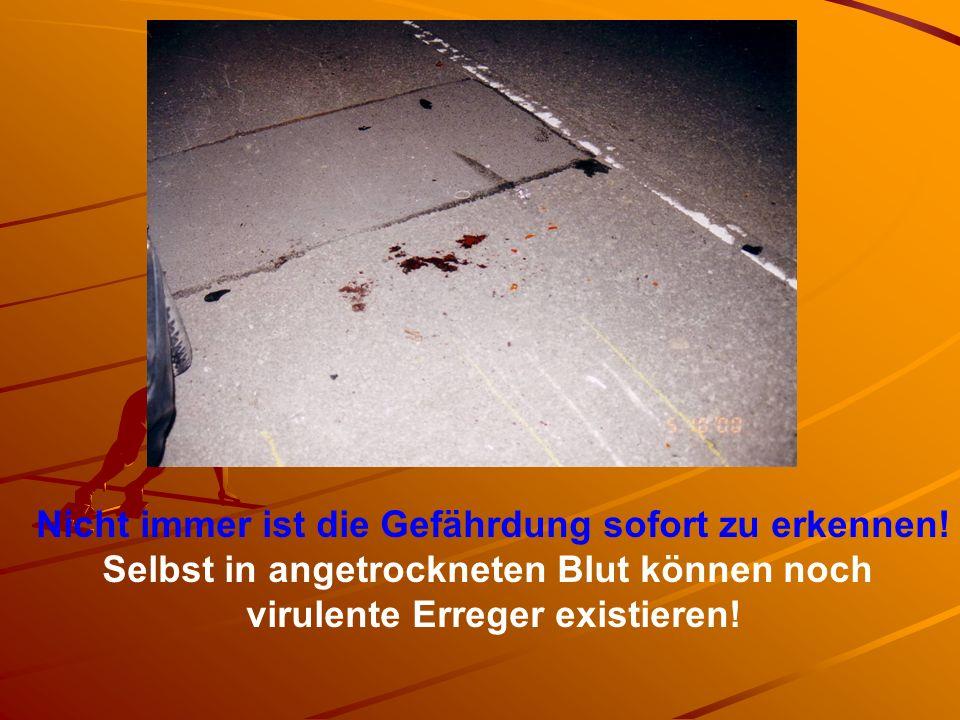 Nicht immer ist die Gefährdung sofort zu erkennen! Selbst in angetrockneten Blut können noch virulente Erreger existieren!