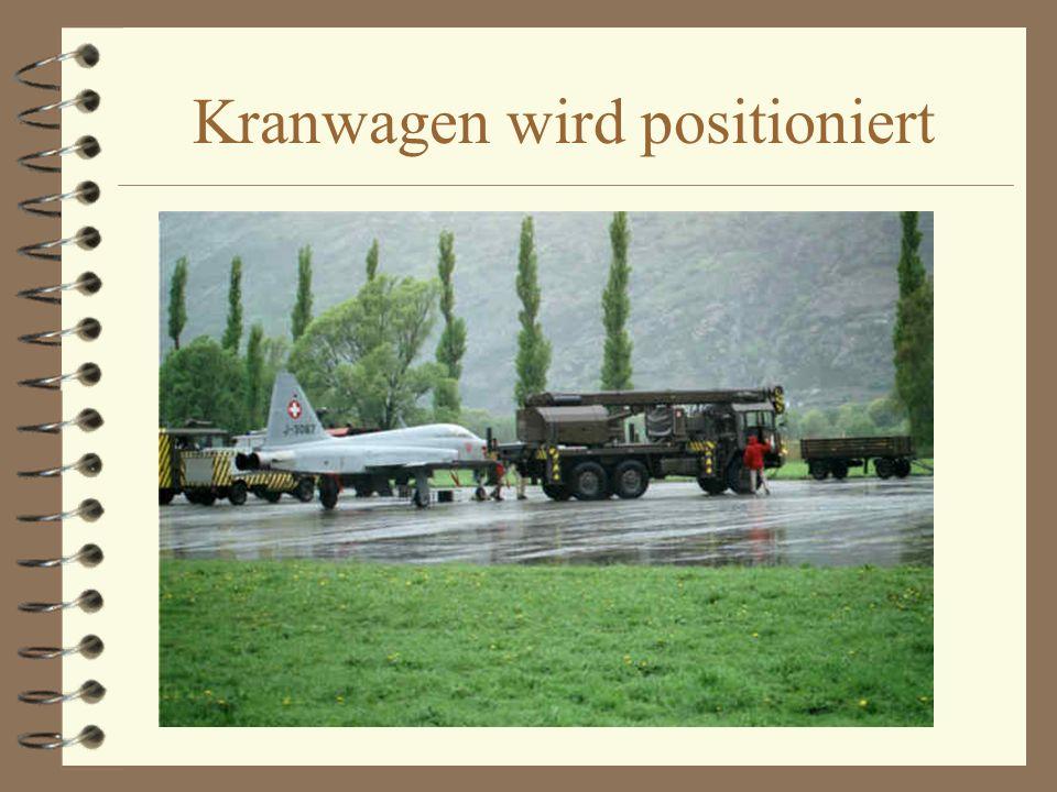Kranwagen wird positioniert