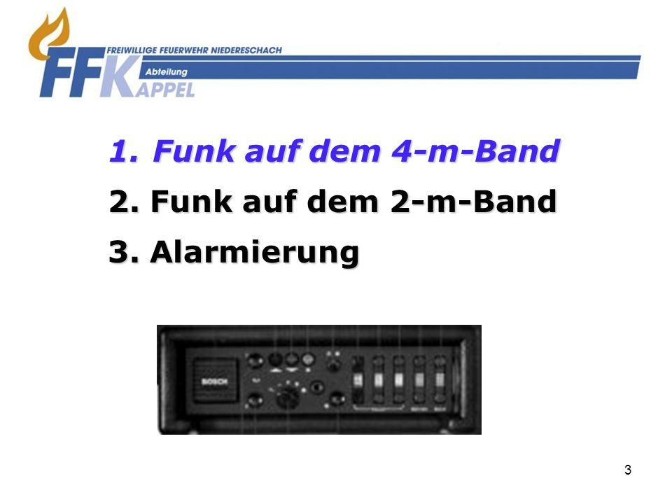 14 RTK-Anlage im MTW 1234 56 9 10 7 8 Blaulicht & Martinhorn an Blaulicht an & Martinhorn an durch drücken der Hupe Blaulicht an Heckblaulicht an Frontblitzer an/aus Stadt/Land Martinhorn Aussenlautsprecher an/aus Funk auf Aussenlautsprecher Aussenlautsprecher lauter Aussenlautsprecher leiser 1 2 3 4 5 6 7 9 10 8 3.KL BLITZ