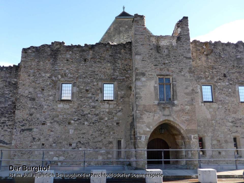 Der Wehrturm ein weithin sichtbares, mächtiges Bollwerk Der Wehrturm ein weithin sichtbares, mächtiges Bollwerk
