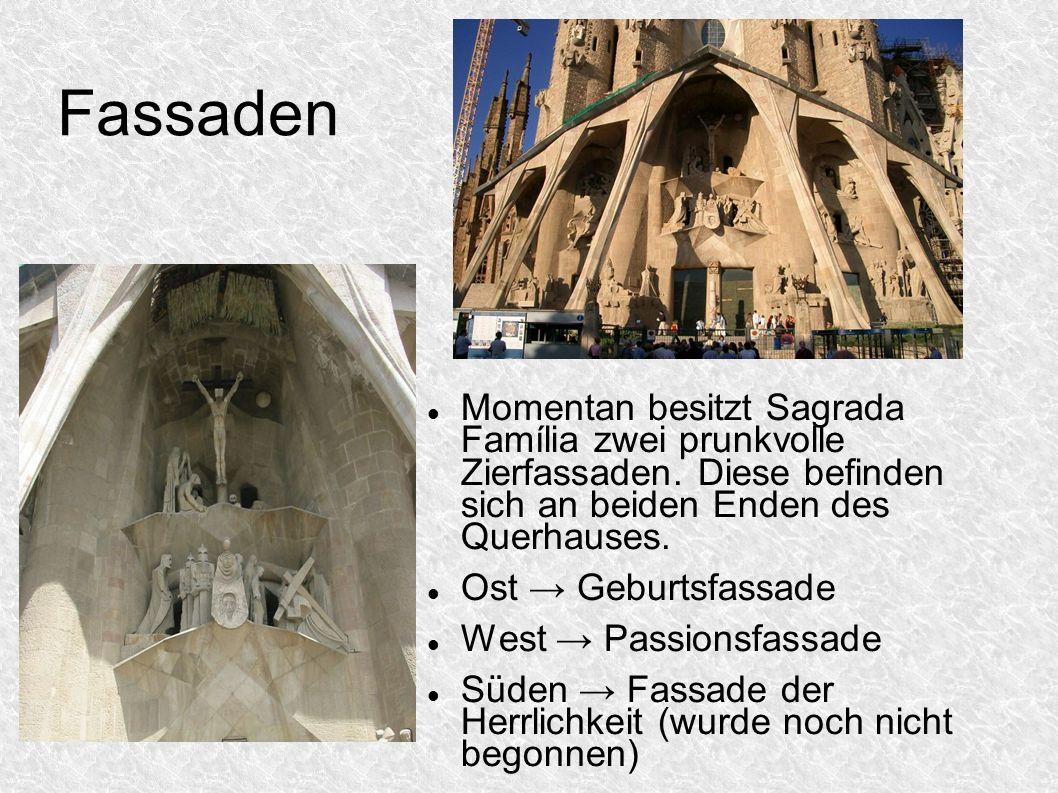 Fassaden Momentan besitzt Sagrada Família zwei prunkvolle Zierfassaden. Diese befinden sich an beiden Enden des Querhauses. Ost Geburtsfassade West Pa