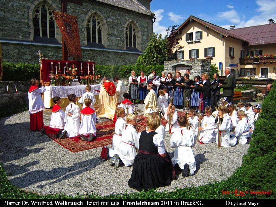 Fronleichnam 2011 in Bruck: Lauter fesche Damen in ihrer wunderschönen Tracht!