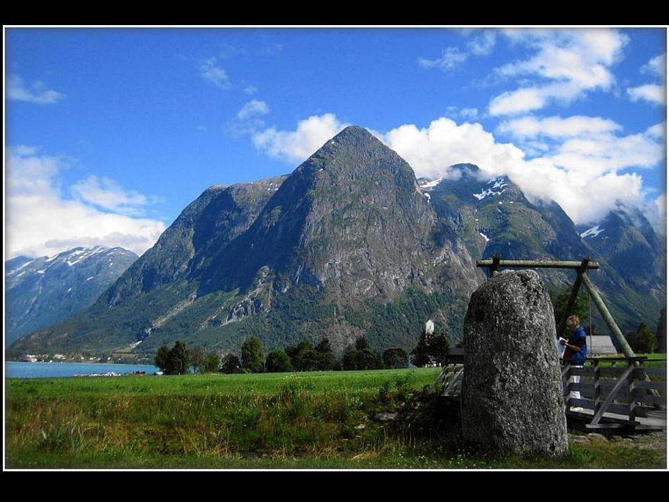 Knosjesfjorden Swartissengletscher