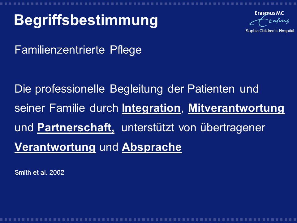 Sophia Childrens Hospital Familienzentrierte Pflege Die Prinzipen der familienzentrierten Pflege sind bekannt; in der Praxis werden sie allerdings nicht konsequent berücksichtigt Latour JM.