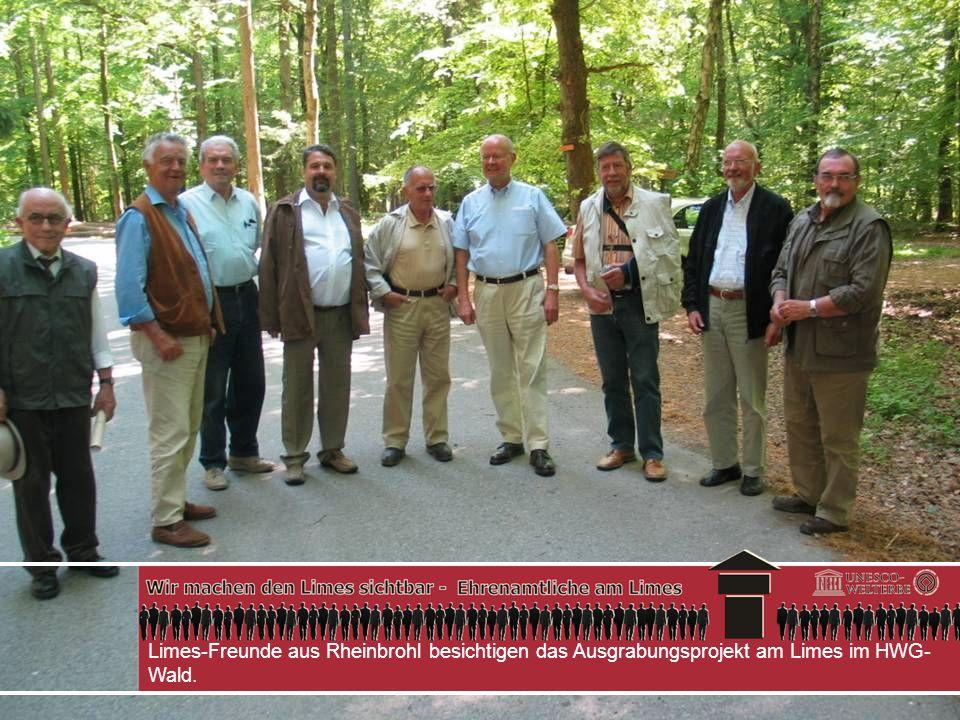 Limes-Freunde aus Rheinbrohl besichtigen das Ausgrabungsprojekt am Limes im HWG- Wald.