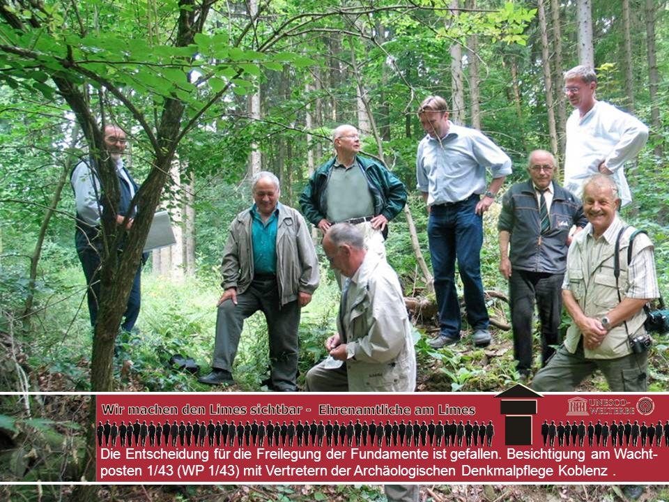 Die Entscheidung für die Freilegung der Fundamente ist gefallen. Besichtigung am Wacht- posten 1/43 (WP 1/43) mit Vertretern der Archäologischen Denkm